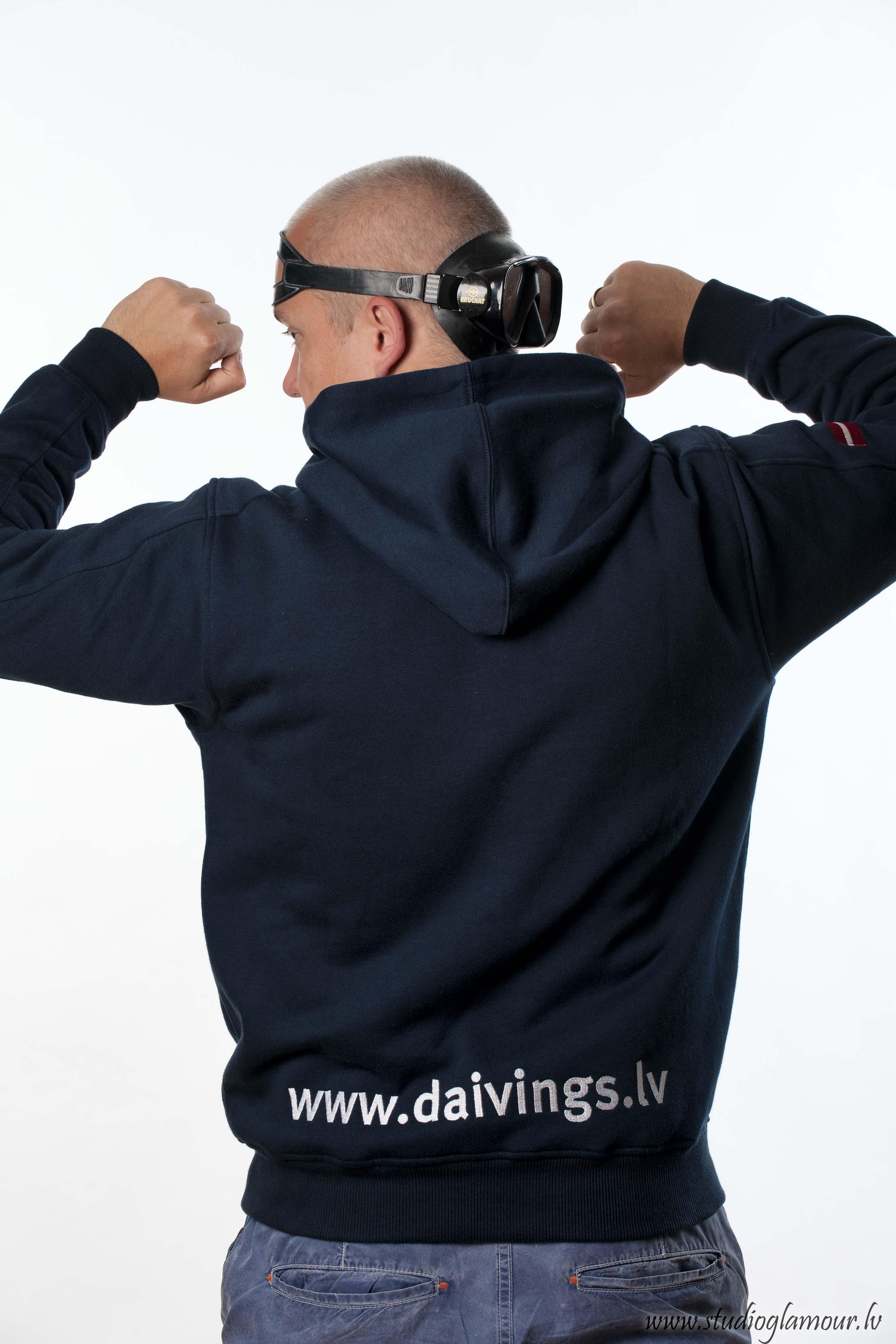 Daivings.lv sporta aktīvists ar niršanas masku