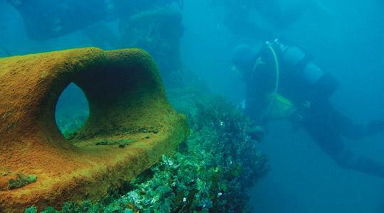 Pie Ventspils no jūras izceļ nogrimušo kuģu vrakus