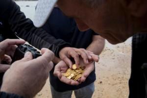 atrastas zelta monetas (8)