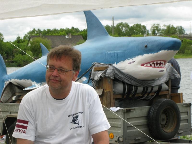Baltas haizivs makets Dolomīta karjerā