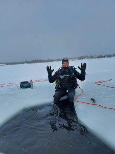 Niršana ziemā zem ledus